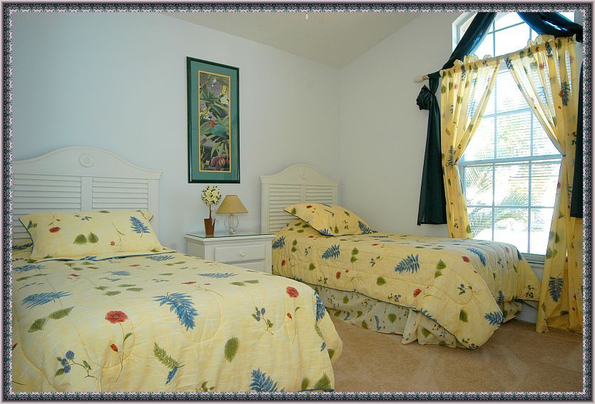 Florida lakeside Villas Twin bedroom